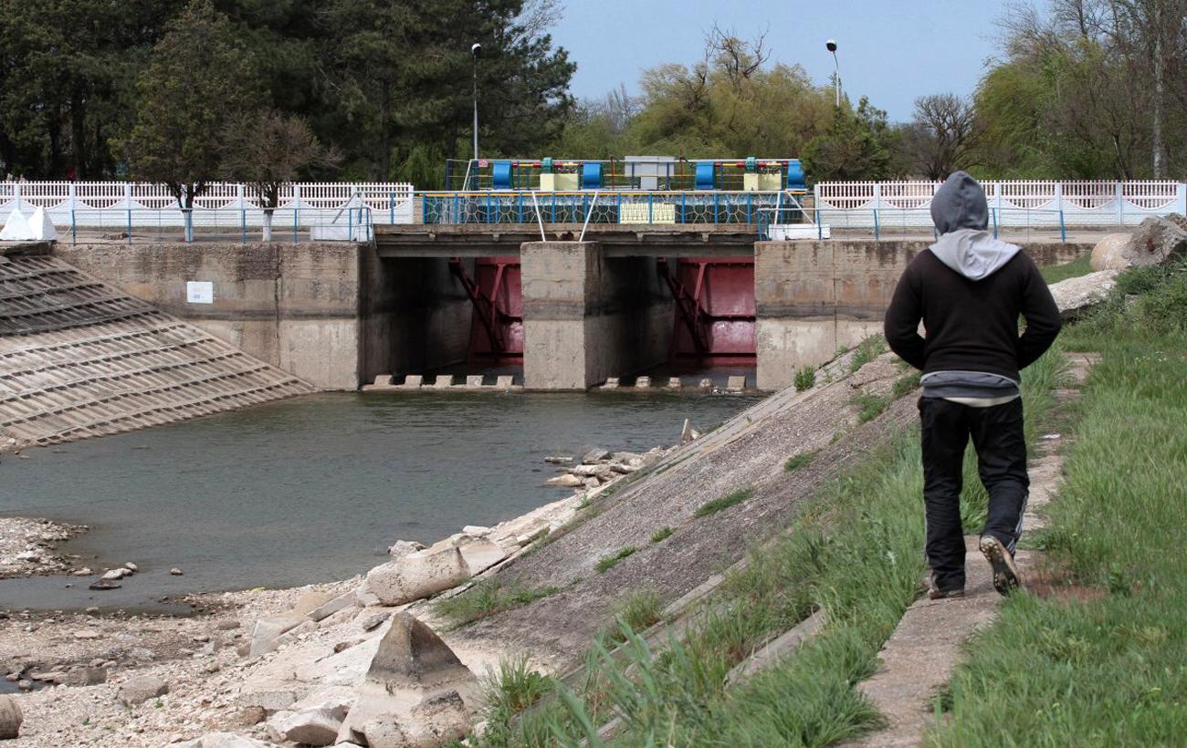 """До последней капли: как Украина и Россия """"сражаются"""" за крымскую воду"""