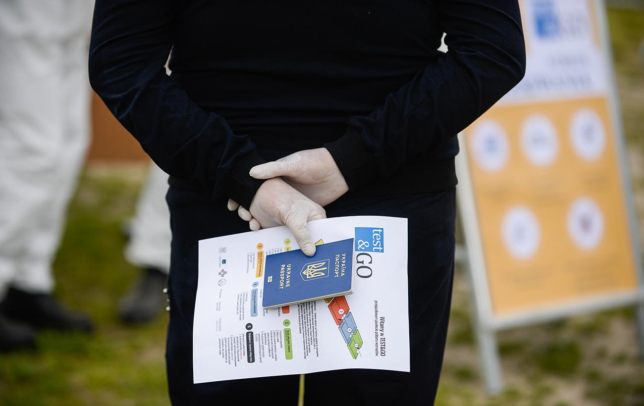 """""""Ковідні паспорти"""". Як вакцинація може розділити світ і чого чекати українцям"""